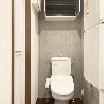 トイレの上部にも収納。こういう小さなお気遣いに感謝