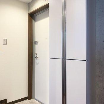 玄関はこちら。右隣にはシューズボックス
