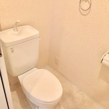 トイレはシンプル(※写真は清掃前です)
