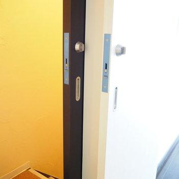 玄関は二重扉で安心!