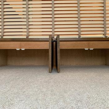 【洋室】小上がりの下部分、さりげなく収納になっています。