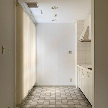 【LDK】キッチンもやわらかな光。時を忘れそうだ。