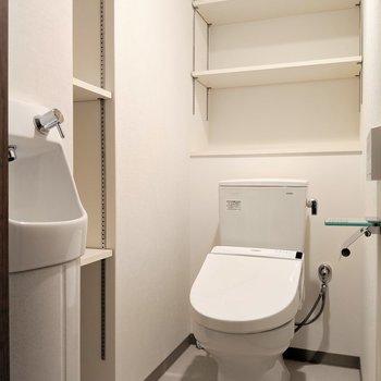トイレの収納まですごい。もちろんウォシュレット付き!