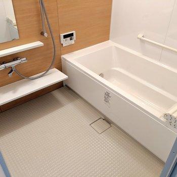 高級感あるお風呂!追い焚きはもちろん浴室乾燥・暖房・冷房付き!!