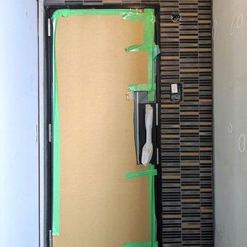 玄関まわりのタイルがお洒落♫(※写真は工事中のものです)
