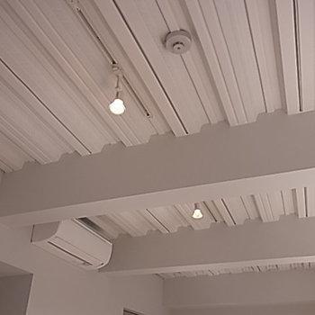 天井はこんなの!※写真は9階の同間取り別部屋のものです
