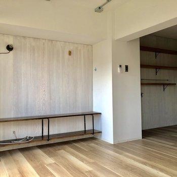 よーく見ると…壁には小さなフックが付いてます!※写真は3階の同間取り別部屋のものです