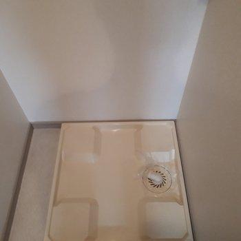 洗濯機置場はお風呂場脇に。※写真は2階の同間取り別部屋のものです