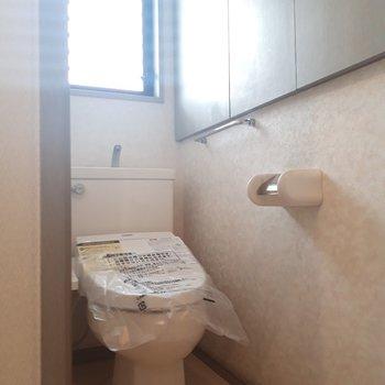 トイレに窓があるのは爽やかで嬉しい。※写真は2階の同間取り別部屋のものです