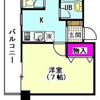 1Kのお部屋。洋室とキッチン部分をバルコニーが貫く独特のデザイン。
