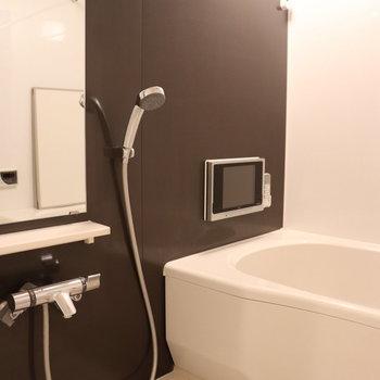 大きなお風呂場。追い焚きで、テレビが見れますよ。
