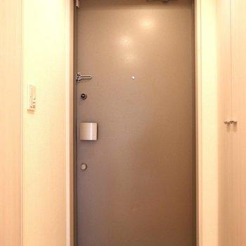 玄関も大きめです