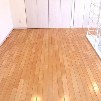 【上階】木目のフローリング下階と同じ
