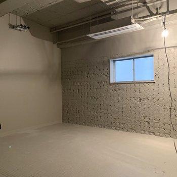 【B1F】地下には共有の会議室を。(工事中の写真)