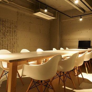 B1F会議室 (12脚)