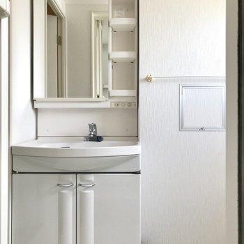 レトロかわいい洗面台。清潔で使い勝手も◯
