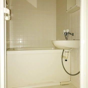 お風呂は2点ユニットで。※写真は通電前のものです
