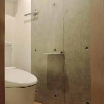 トイレさえもかっこいい感じ※写真は3階同間取り別部屋のものです