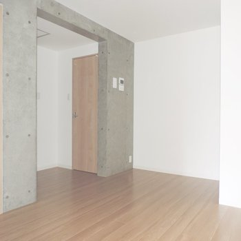 【DK】奥にはサニタリーやトイレが※写真は3階同間取り別部屋のものです