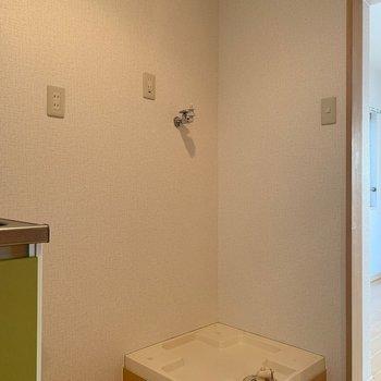 洗濯機置き場は室内に移設されています!