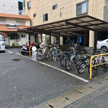 駐輪場はマンション横に。