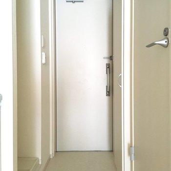 フラットな玄関。優しさが伝わります。。※写真は通電前のものです