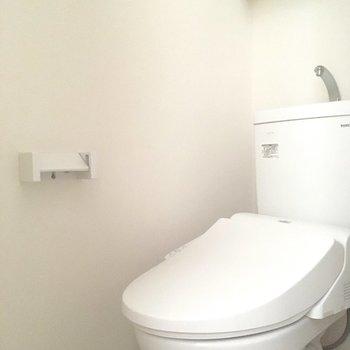 トイレは個室。結構大事なポイントですよね。※写真は通電前のものです
