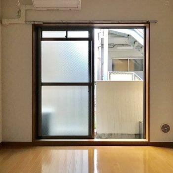 ピカピカのフローリング※写真は2階の反転間取り別部屋のものです
