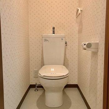 トイレはしっかり個室で。※写真は2階の反転間取り別部屋のものです