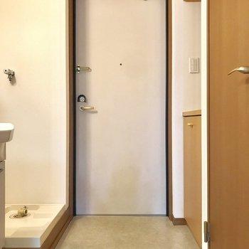 広い玄関です※写真は2階の反転間取り別部屋のものです