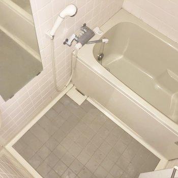 浴室は鏡が大きめで嬉しい。※写真は通電前のものです