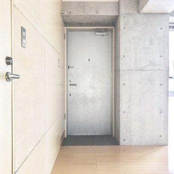 玄関は至ってシンプル