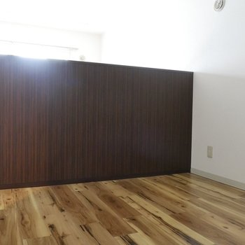 棚の後ろは4.6帖の洋室!上は吹き抜けで開放感!