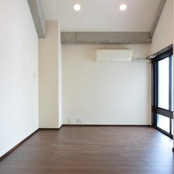 上には寝室によさそうな洋室が!