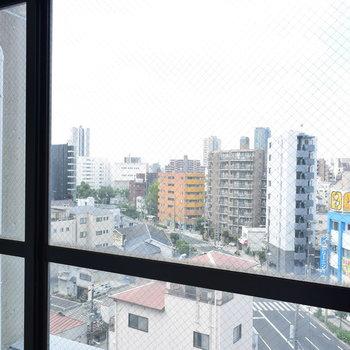 廊下の窓のからの眺めに見とれてながら、今度は左側へ