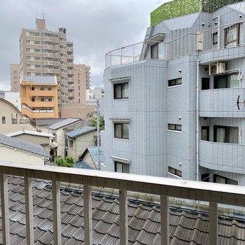 眺めは住宅街。