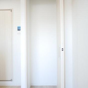 収納はコンパクト※同間取り別部屋の写真です。