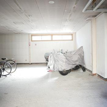 自転車置き場は屋根付き※前回募集時の写真です。