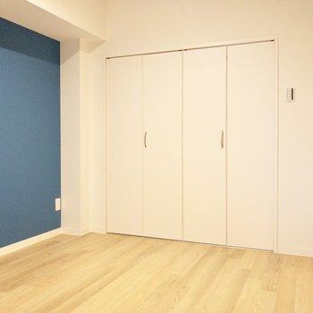 【洋室】隣にはウォークインクローゼットがあります