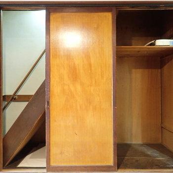 階段下収納です!大きめの家電も入りそう。