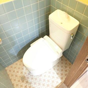 トイレのレトロな色合いがかわいい!