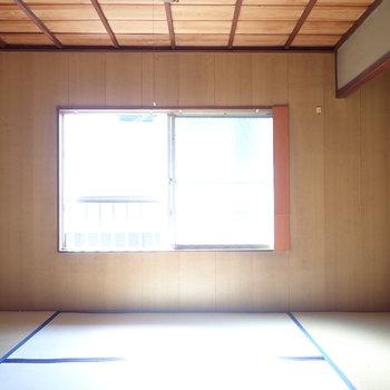 奥の和室。床の間のあとがあります。
