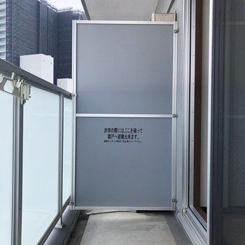 洗濯物を干すには十分な広さ。※写真は7階の反転間取り別部屋のものです