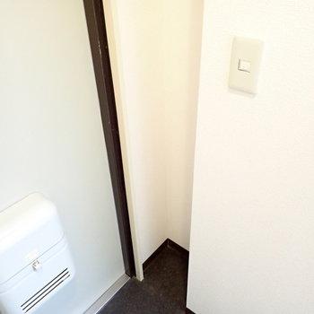 傘を置けそうなスペースがあります※写真と文章は3階同間取り別部屋のものです。細部は異なることがあります。