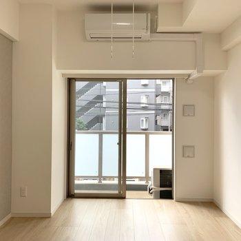 温かみのある色合いですよ ※写真と文章は2階の同間取り別部屋のものです