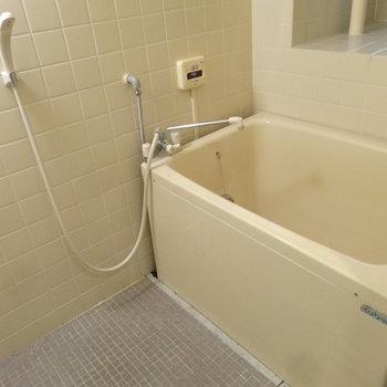 浴室は追焚機能がついています。