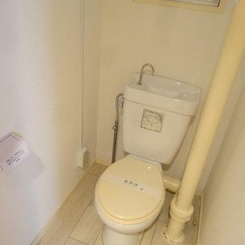 トイレもレトロなの。