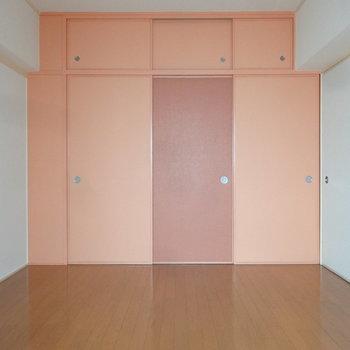 6帖の洋室は寝室にいいかな。