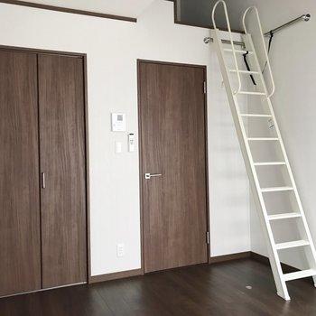 ロフト付きのお部屋です。※写真は1階の同間取り別部屋のものです