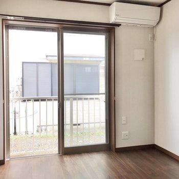 テレビは右角に置けますね。※写真は1階の同間取り別部屋のものです